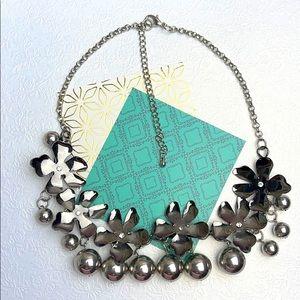 ⚜️Je ❤️Vintage ⚜️flower design necklace